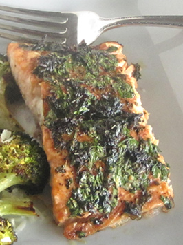 Paleo / Whole30 recipes: herb-crusted salmon