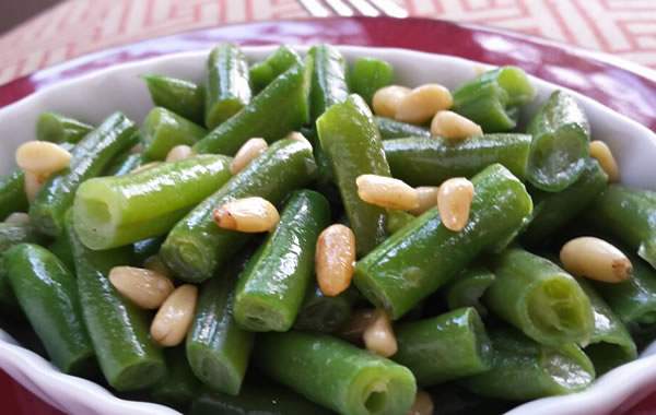 easy green bean side dish with nuts