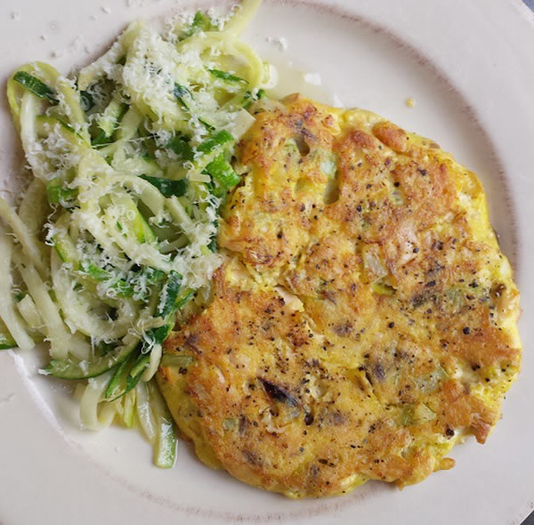 healthy lunches: salmon cakes with zoodles