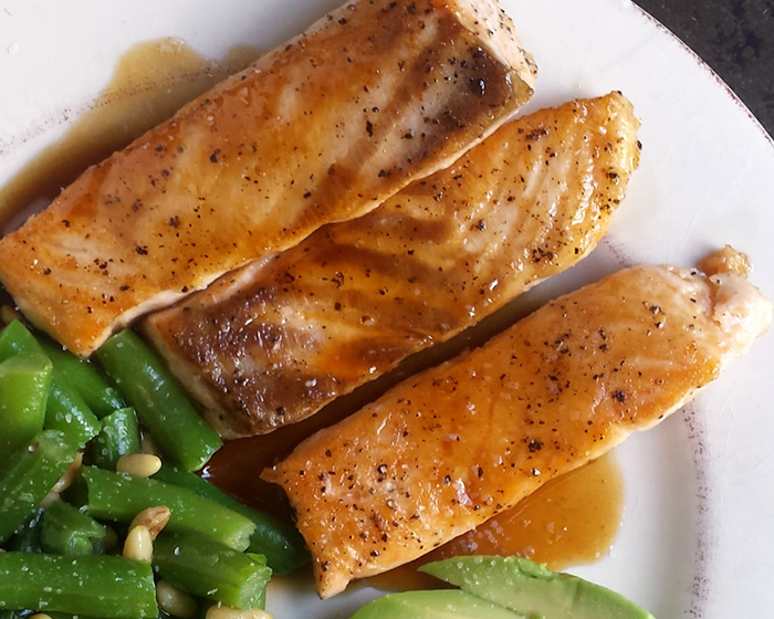 balsamic-salmon-closeup-700x560