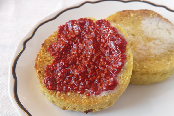 Paleo food gifts: raspberry chia seed jam
