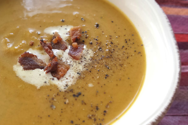 Paleo cream of pumpkin soup with cinnamon, ginger + turmeric